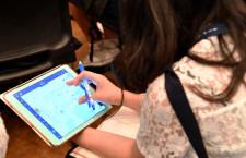「訓練は同期と助け合い」JAL、中高生向け空のお仕事教室
