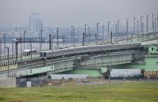 関空の旅客輸送支える鉄道再開 写真特集・列車再び渡る関空連絡橋