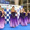 ANA、成田-ホノルル就航20周年 フラダンスで見送り