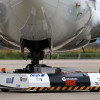 ANA、バッテリーで動く牽引車の実証実験 リモコン操作で737移動