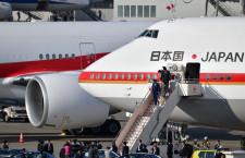 日章旗掲げた747と並ぶ777 写真特集・羽田に並ぶ新旧政府専用機