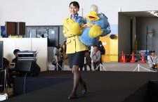 神戸空港で空の日イベント スカイマークは歴代制服ファッションショー