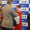 ANAの地上係員、平成最後の創立記念日で歴代全制服着用 羽田で有志発案