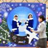 ANA、ブルーサンタが羽田で出迎え スノードーム風記念撮影スポット