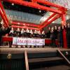 JALのCAとパイロット、羽田でハンドベルや合唱披露 手話も交えクリスマス公演