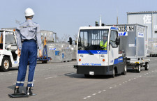ANAと豊田自動織機、佐賀空港でトーイングトラクター自動走行試験