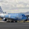 ANAのA380、2回目のホノルル飛来 2階席へ機内食搬入確認も
