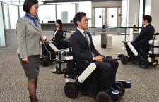 ANA、成田で自動追従車いす 国際線乗継ぎで実証実験
