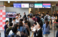 JAL、国際線の優先搭乗見直し 9月から3段階、プレエコも