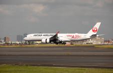JALのA350初号機、羽田に到着 赤坂社長「自信持って提供できる」