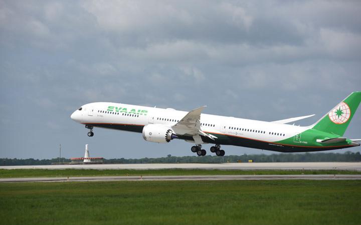 エバー航空、787-10初受領 アジア路線に