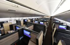 ドア付き個室ビジネスクラスは広々 写真特集・ANA新777-300ER(2)