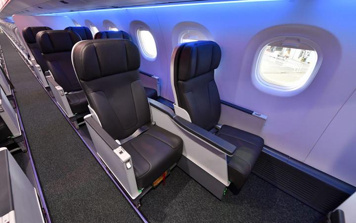 エンブラエル、羽田でE195-E2機内公開 ビジネスクラスは全席通路アクセス