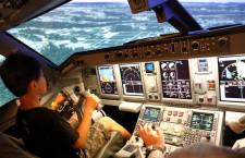 FDA、静岡空港で就航10周年イベント 「夜の操縦難しい」シミュレーター体験も