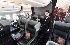 ファーストクラスはゆとりある個室風 写真特集・JAL A350-900福岡公開(1)