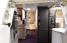 シックな壁面やウォシュレット完備の化粧室 写真特集・JAL 777-300ER機内デザイン刷新(4)