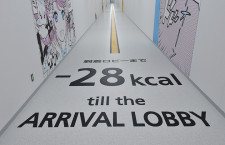T2床面には消費カロリー、T1との別れを惜しむ地上係員 写真特集・中部LCCターミナル公開