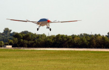 ボーイングと米海軍、MQ-25無人空中給油機の初飛行成功