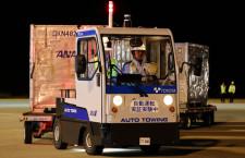 ANAと豊田自動織機、夜の佐賀空港で自動走行実験 機体に横付け
