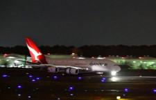カンタス航空のA380、成田空港に飛来 マイル会員専用「ポイントプレーン」
