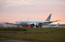ZIPAIR、成田に787初号機到着 12月に機内お披露目へ