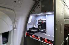 ギャレー配置工夫で座席数最大化 写真特集・JAL 787国内線仕様機(4)