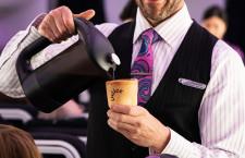 """ニュージーランド航空、""""食べられる""""カップでコーヒー 廃棄物削減へ"""