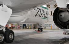 白い機体に安全運航示すグリーンのチートライン 写真特集・ZIPAIR 787-8の外観