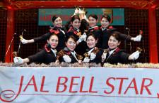 JALのCA、現行制服ラストのハンドベル演奏 ベルスター25周年「乗務に役立つこと、すごくあります」