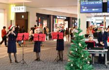 """JAL、羽田空港で""""クリスマス会"""" フルート合奏やフラッシュモブ"""