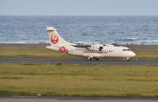 奄美空港、9日も滑走路閉鎖の可能性 JAC機が自走不可