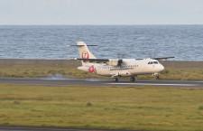 奄美空港でJAC機滑走路外れる けが人なし、閉鎖続く