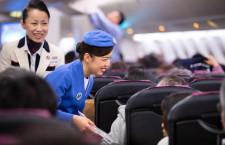 子年CAが歴代制服着用 写真特集・令和初の初日の出フライト(JAL編)