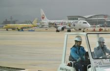 福岡空港、国内線新バスラウンジと搭乗口公開 30日から誘導路二重化、夏ダイヤ増枠