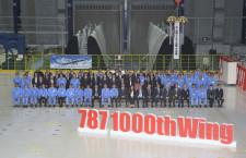 三菱重工、1000機目の787複合材主翼出荷