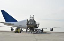 胴体後部ごと大きく開くカーゴドア 写真特集・ドリームリフター機内日本初公開