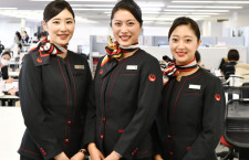 JAL、7年ぶり新制服着用開始 CAは11代目、地上係員7代目