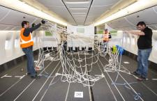 エア・カナダ、777-300ERを貨物機に 座席外し搭載量2倍、マスク900万個運ぶ