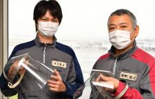 空港で感染防げ! JAL整備士、端材でフェイスシールド自作