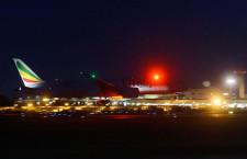 南ア邦人帰国チャーター、成田到着 エチオピア航空787で