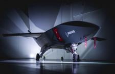 ボーイング、無人実証機Loyal Wingmanロールアウト 初飛行は20年後半