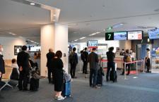 JAL、搭乗口で乗客区切り間隔確保 カウンターに飛沫感染防止アクリル板も