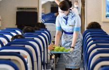 お茶はトレーで提供 ANA、新型コロナ対策強化で機内・空港に変化