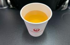 緑茶以外も選べるようになった国内線機内サービス JALはコーラも
