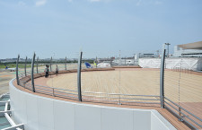 福岡空港、国内線ビル刷新 中央に展望デッキ、全天候型のビアホールも