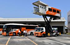 リムジンバス、成田で車両見学体験会 空港専用車両や新デザイン車並ぶ
