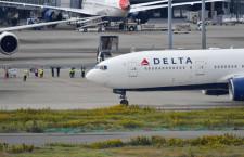 デルタ航空、777日本最終便が羽田出発 横断幕手に社員が見送り