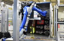 ANAと豊田自動織機、手荷物コンテナに自動搭載 ロボットが判別、佐賀空港で検証