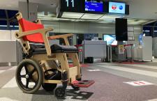 JAL、木製車いすに電動アシスト機器 位置情報も通知、新千歳で4社実証実験