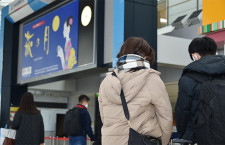 震災から10年、仙台空港内で黙とう 就航各社の合同見送りも
